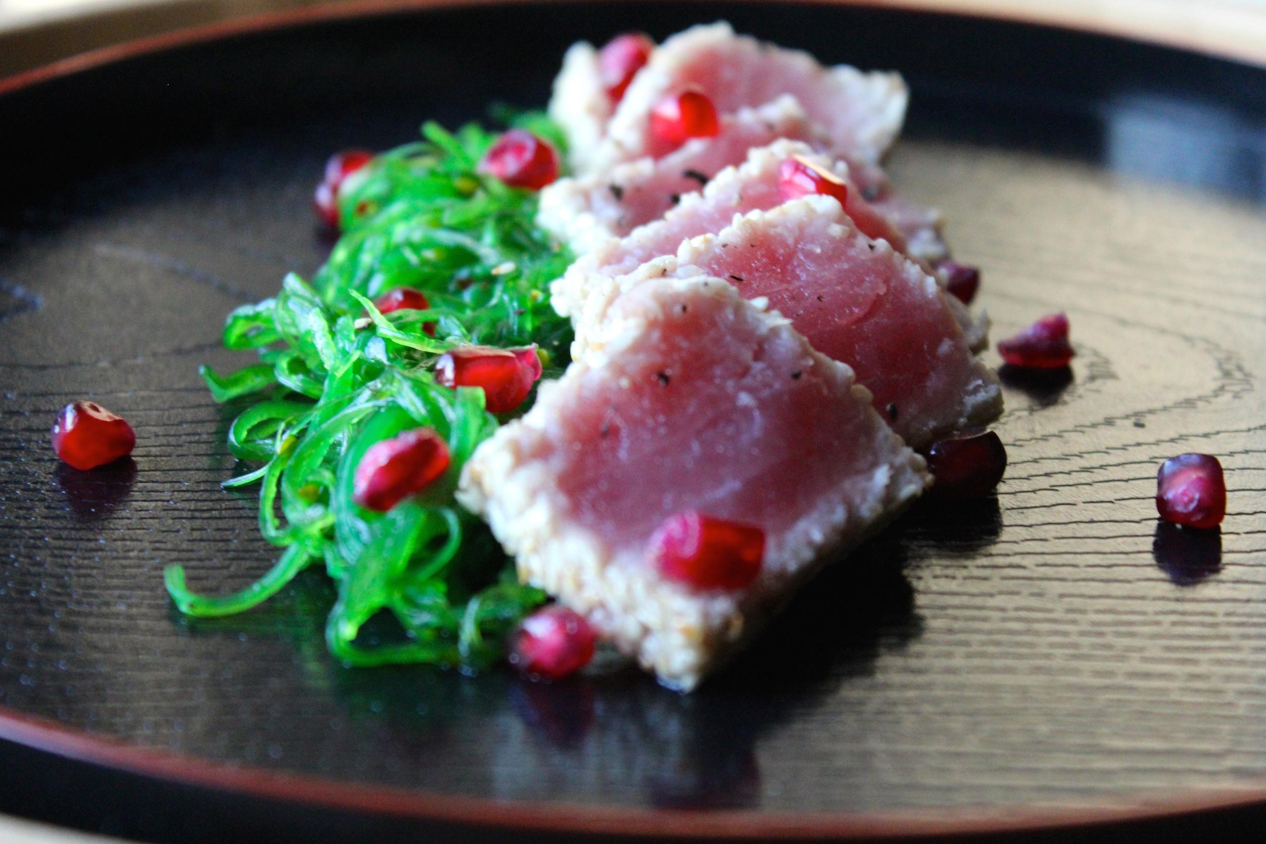 sesame crusted tuna / thon mi-cuit au sésame – little miss parsley